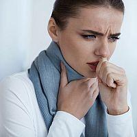 Co na bolest v krku při polykání u dětí a dospělých? Antibiotický sprej nebo kloktadlo