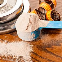 Nejlepší syrovátkové proteiny na růst svalů i hubnutí