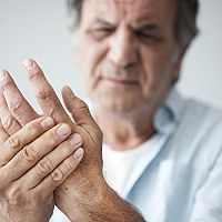 Revma – příznaky, diagnostika a léčba. Revmatická horečka prstů na rukou