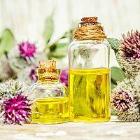 Lopuchový olej proti vypadávání vlasů. Opravdu funguje?