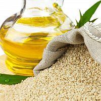 Sezamový olej – účinky, cena a použití. Vhodný i na pleť a šedivé vlasy