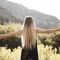 Návod, jak urychlit růst vlasů. Co podporuje růst vlasů