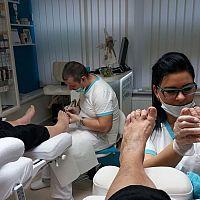 Alena Mlyneková: Podológ nohy prohlíží a vyšetřuje, konzultuje s pacientem jeho problémy