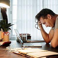 Co pomáhá proti stresu? Čaj, léky i bylinky